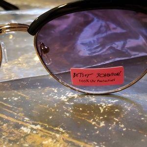 Betsey Johnson Accessories - Betsy Johnson cat-eyed sunglasses